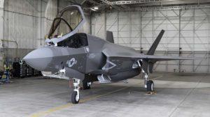 El último F-35 entregado en 2018, en uno de los hangares en la factoría de Fort Worth donde se llevan a cabo las últimas pruebas