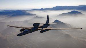 Los pods subalares del U-2 pueden portar diferentes tipos de sensores. El SYERS-2C va en el morro, y el pod sobre el fuselaje es una antena de comunicaciones.