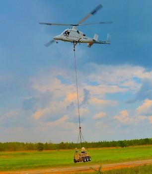 K-MAX  transportando el  Squad Mission Support System (SMSS) durante la demostración.