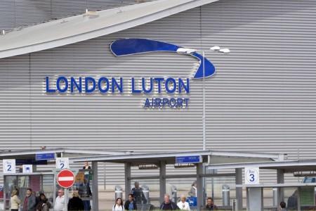 Aena destaca el buen comportamiento financiero del aeropuerto de Luton dentro de sus resultados económicos del primer semestre de 2015.