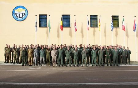 Parte de los pilotos y personal participante en el primer curso TLP de 2015 en la base aérea de Albacete. (Foto Ejército del Aire)