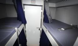 La zona de descanso de los TCP, situada bajo la cubierta principal, dispone de ocho camas