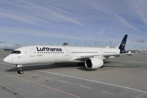 El Airbus A350 es un ejemplo de los nuevos aviones que está incorporando el grupo Lufthansa para reducir su huella de CO2.
