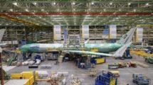 El primero de los Boeing 777-9 de Lufthansa en la cadena de montaje.