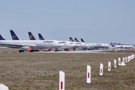 Aviones parados por Lufthansa en el aeropuerto dee Frankfurt.