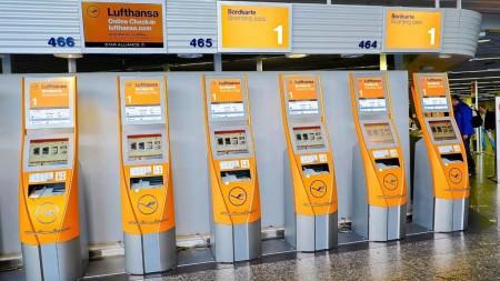 Quioscos de facturación de Lufthansa en el aeropuerto de Frankfurt.