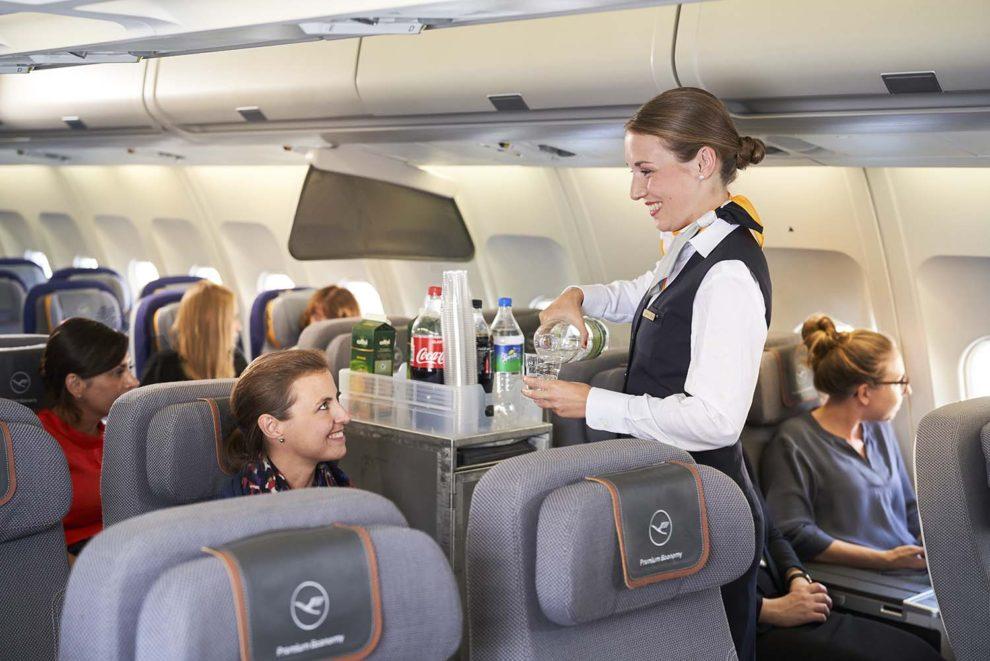 El Grupo Lufthansa se une definitivamente al club de aerolíneas que cobran por la comida y bebida a bordo.