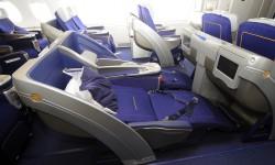 Aunque se extienden por completo, los asientos en posición cama quedan con una ligera inclinación.