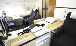 El asiento de primera clase se convierte en una cama de más de dos metros de largo