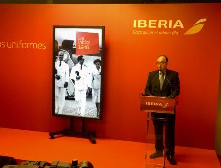 Luis Gallego durante el anuncio del ganador del concurso para el diseño de los nuevos uniformes de Iberia.