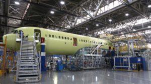 El primer ;MC-21 con motores PD-14 a la espera de sus alas, superficies de cola y otros componentes.