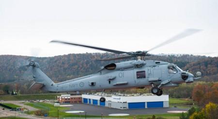 MH-60R australiano sobre el hangar donde Lockheed Martin integra los sistemas de misión de los helicópteros de la familia Sikorsky SH-60 en Owego (Nueva York, EE.UU.).