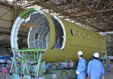 Fuselaje central del primer MRJ que volará.