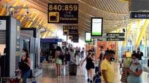 La cáida de pasajeros, y con ello de los ingresos ha llevadoa a Aena a perder 126,8 millones de euros en 2020.