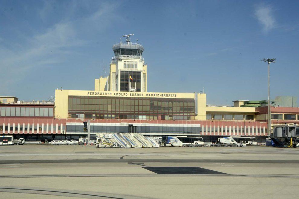 Terminal 2 de Barajas con la antigua torre de control y la terraza largamente cerrada.