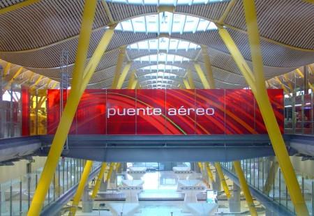 Los vuelos de Puente Aéreo sin reserva seguirán usando las instalaciones exclusivas del servicio en Madrid y Barcelona, los vuelos con reserva las normales de facturación.