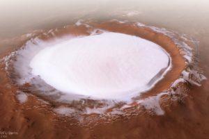 El crater Korolev en Marte, fotografiado por la Mars Express y que está cubierto por agua helada.