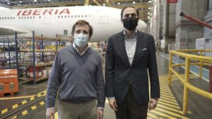 José Luis Martínez-Almeida, alcalde Madrid y Javier Sánchez-Prieto, presidente de Iberia en la visita a La Muñoza.