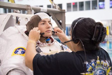Meir ha sido la primera mujer en realizar tres paseos espaciales.