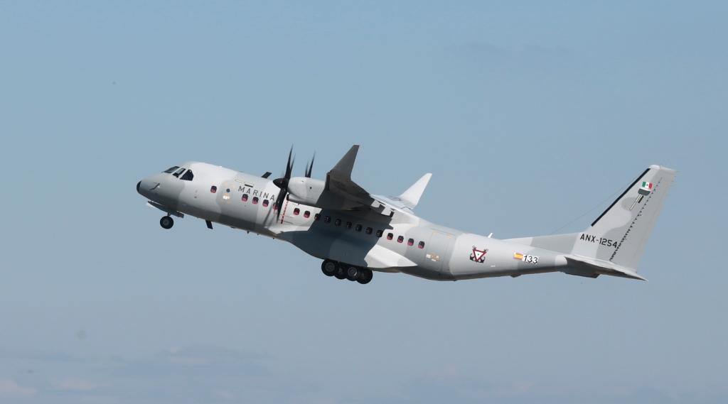 El primero de los Airbus Defense and Space C295 de la Marina de México con winglets durante uno de sus vuelos de prueba en Sevilla.
