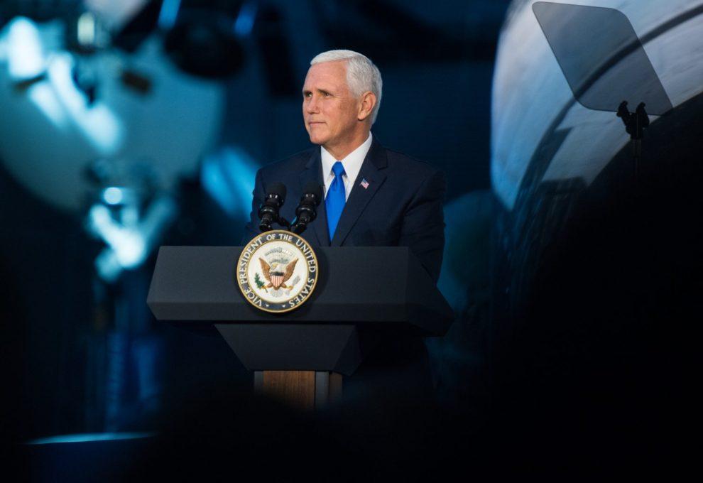 Mike Pence durante su intervención en la que anunció el regreso a la Luna para 2024.