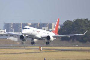 Despegue en el aeropuerto de Nagoya del décimo Mitsubishi Spacejet M90.