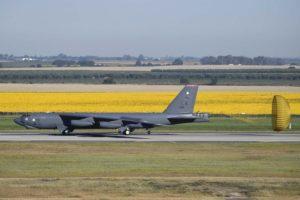 Llegada a Morón de uno de los cuatro Boeing B-52H de la USAF.