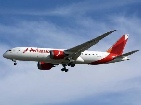 Boeing 787 de Avianca aterrizando en Madrid.