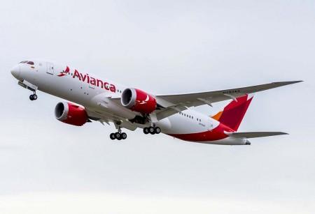 Despegue del N793AV, el Boeing 787 número 500 entregado, en su vuelo de entrega hacia Bogotá.