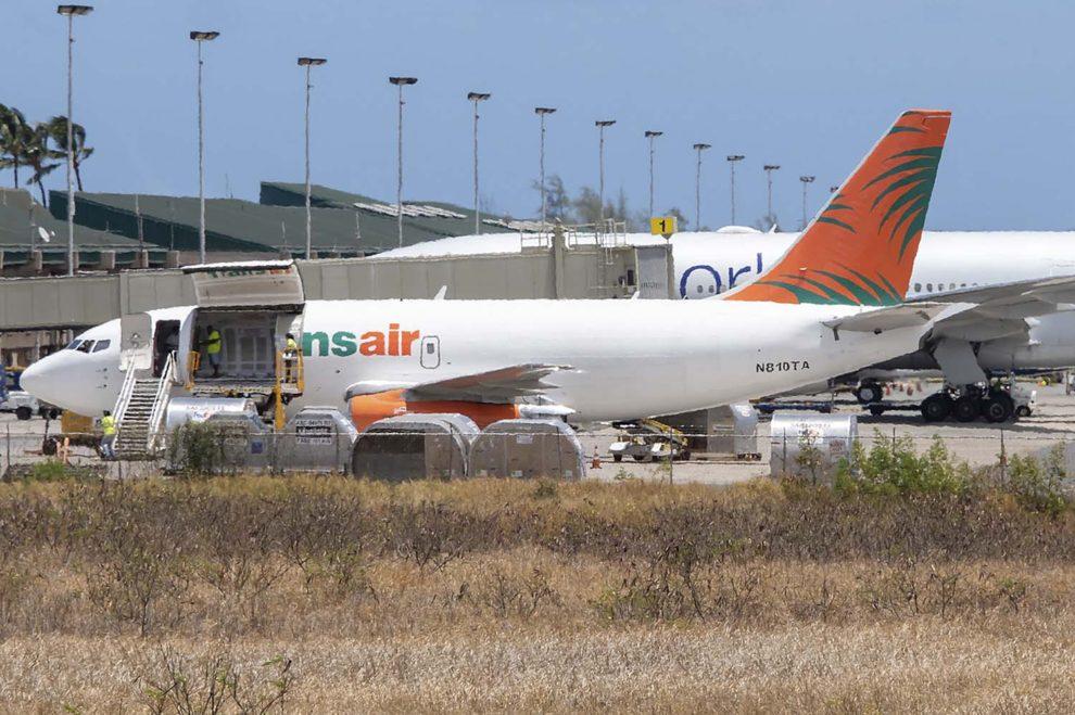 El avión accidentado durante una escala en el aeropuerto de Honolulu.