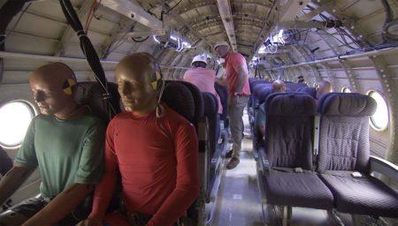 Instalación de los dummies dentro del Fokker F28.