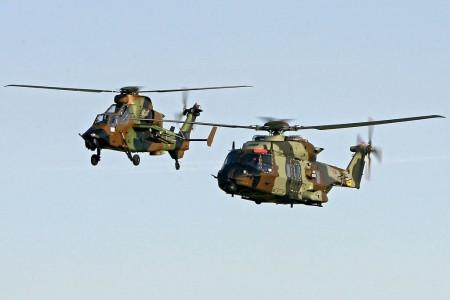 El primer NH90 de FAMET y uno de los primeros Tigre HAD en vuelo en formación.