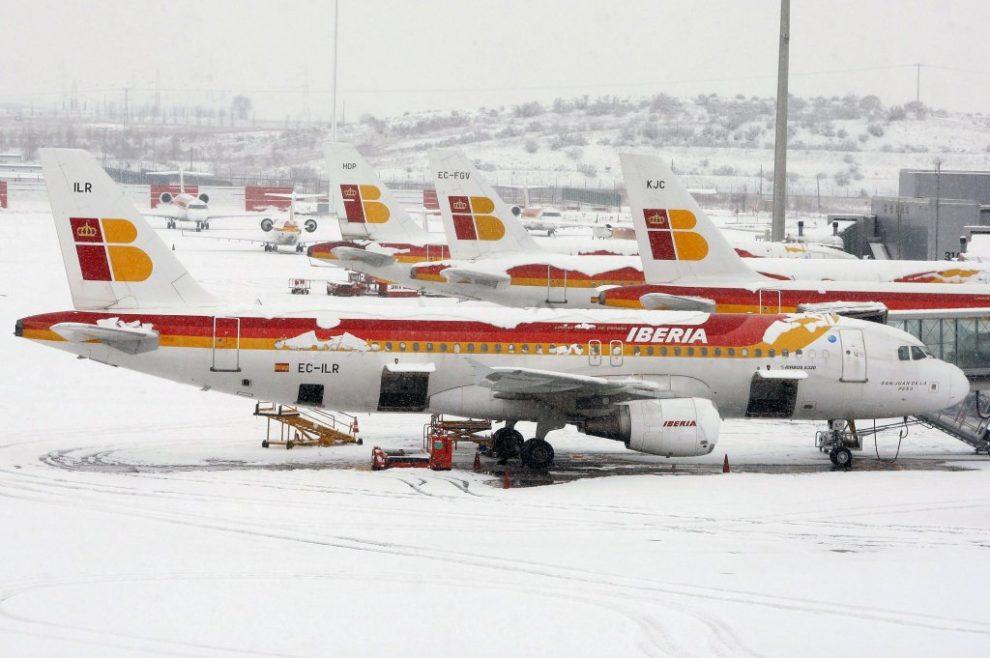 El cierre de Barajas en 2009 por una gran nevada llevó al ministerio de Fomento a organizar los planes invernales.
