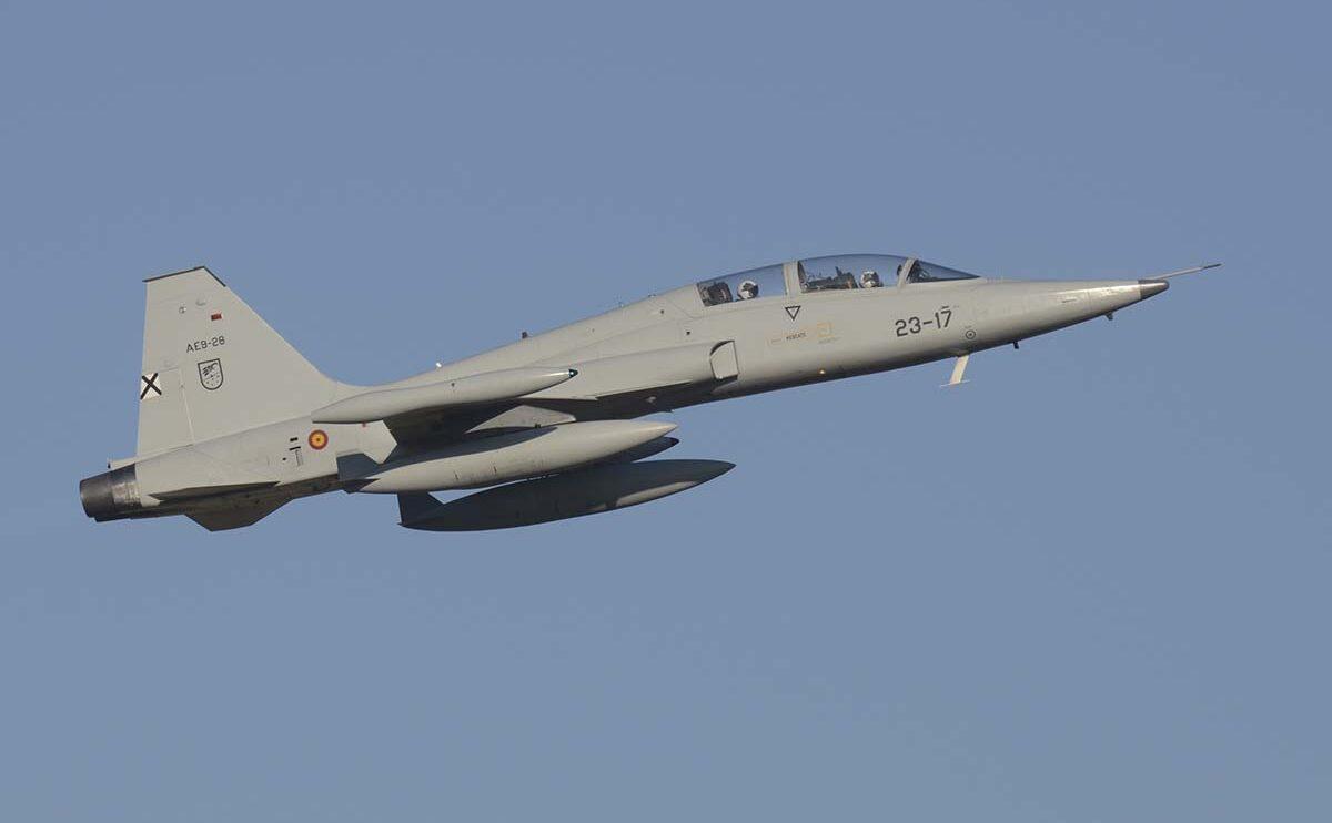 Dos Northrop CASA F-5 formaron parte de la formación de mando del desfile aéreo.