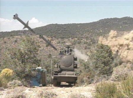 Imagen de alta velocidad del impácto de un AGM-88E contra un blanco en una prueba.º