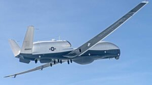 El Northrop Grumman MQ-4C IFC-4 en su primer vuelo.