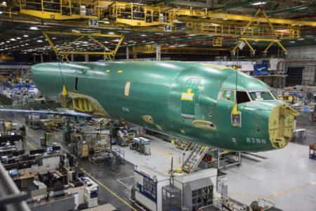 La ausencia de ventanillas y las zonas donde se instalarán algunos sensores delatan que estamos ente un Boeing P-8A.