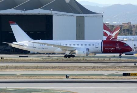 Boeing 787-8 de Norwegian en el aeropuerto de Los Ángeles procedente de Oslo.