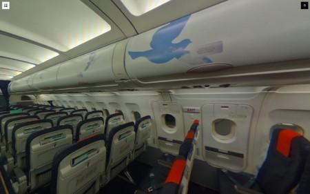 Interior de la cabina del Airbus A320 de Brussels Airlines dedicado a René Magritte.