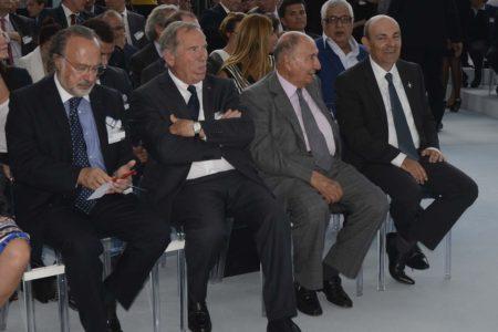 Oliver Dassault, primero por la izquierda, en 2009 en la ceremonia del rollout del Dassault Falcon 5X.