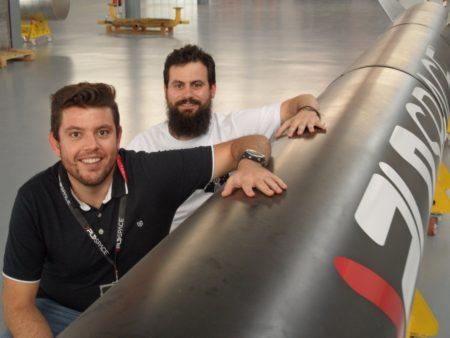 Raúl Torres (delante) y Raúl Verdú fundadores PLD Space.