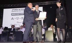 Durante 12 años Iberia ha mantenido los Boeing de Privilege, y Chema Álvarez se lo agradeció a José Luis Quirós, director técnico de Iberia.