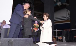 Inmaculada Martínez, abogada de Privilege, que acaba de superar un cáncer, es nombrada madrina del Boeing 777 para su sorpresa.