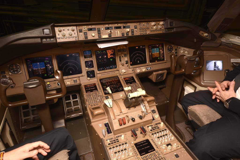 La oficina delantera del Boeing 777.