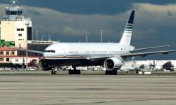 Llegada del Boeing 777 de Privilege a Madrid.