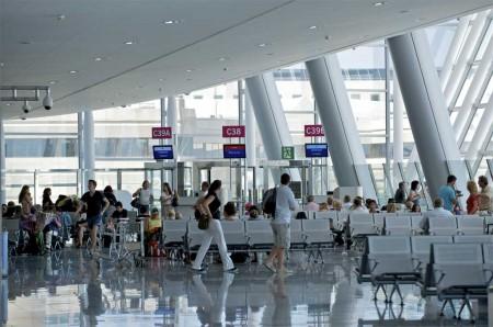 Los aeropuertos de la red de Aena incrementan su tráfico de pasajeros un  4,5 por ciento en 2014, hasta superar los 195 millones