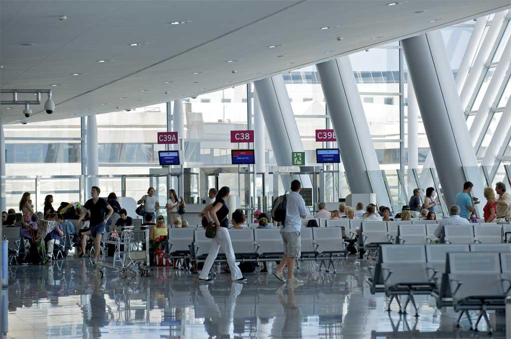 Los aeropuertos de la red de Aena incrementan su tráfico de pasajeros un 6,2% en agosto de 2017.