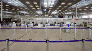 La nueva terminal 3 de Orly vacía.