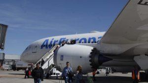 Desembarque de un vuelo de Air Europa operado con Boeing 787-8.