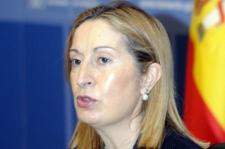 La Ministra de Fomento anunció la privatización del 49 por ciento de Aena Aeropuertos
